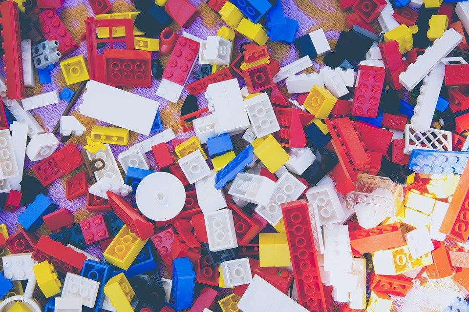 Niño encuentra 2 kilogramos de droga en caja de Lego