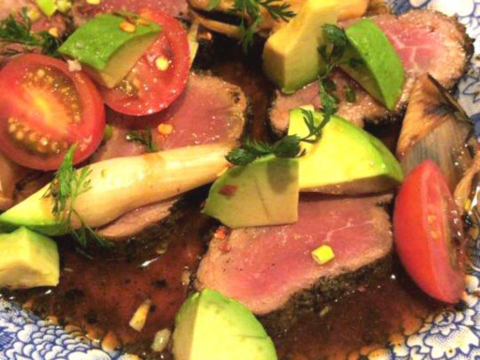 Aguachile de res con salsa soya y chile serrano