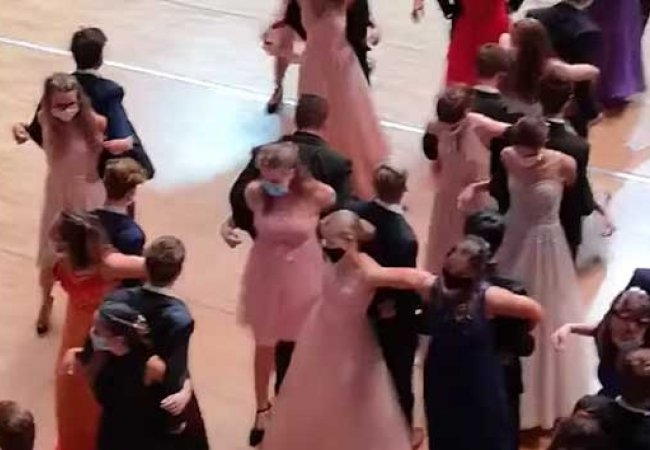 En esta pandemia los bailes son de ¡De espaldas!